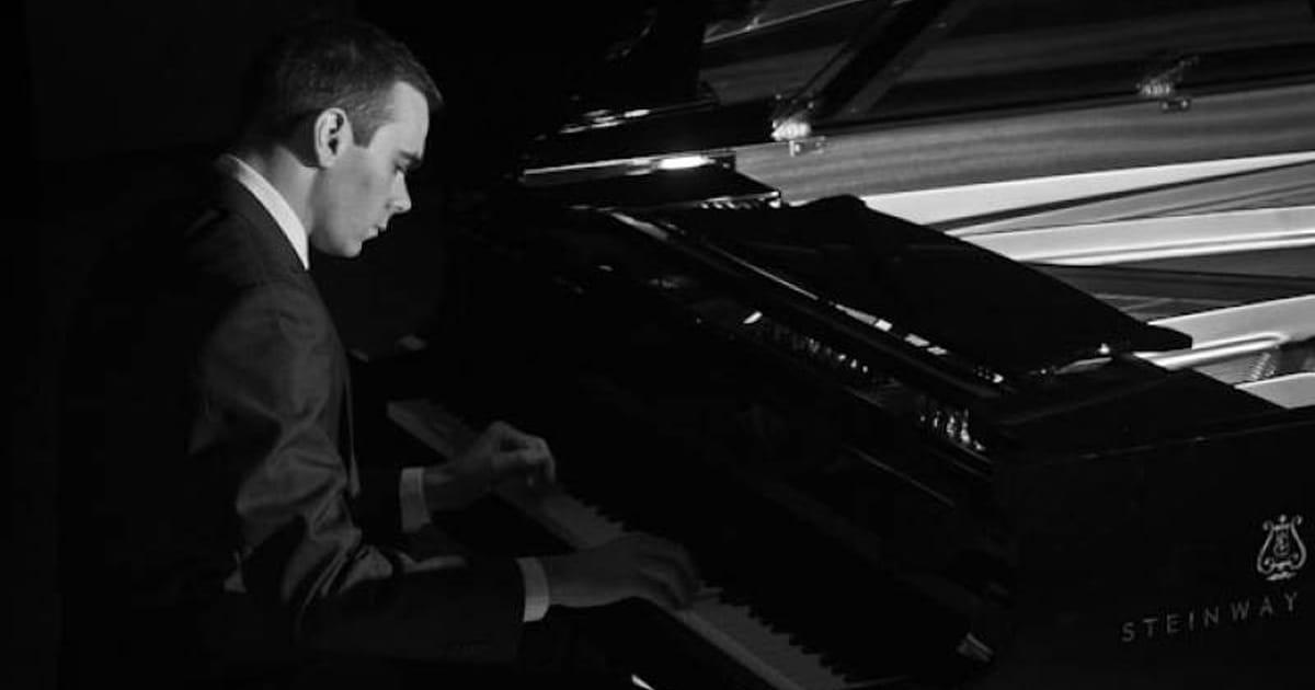 hire a piano player